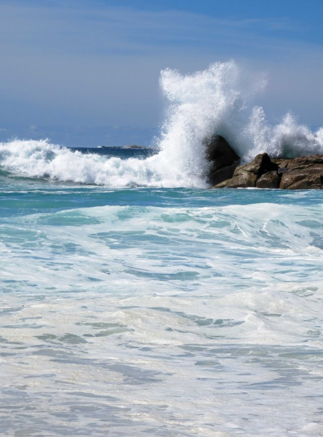 Crashing wave, Bay of Fires, Tasmania. Photo: David Clode.