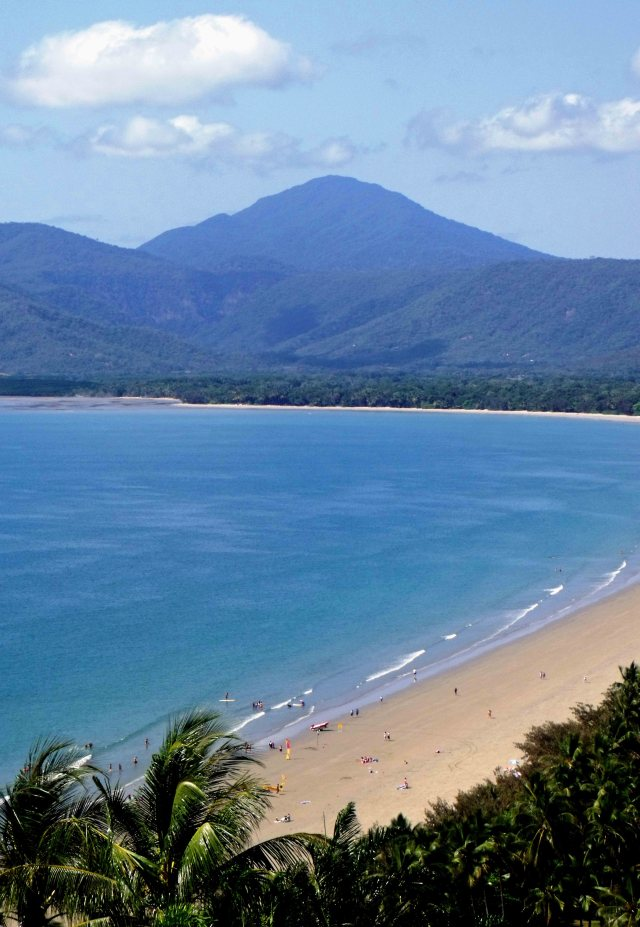 Four Mile Beach, Port Douglas. Photo: David Clode.